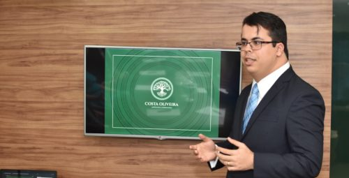 Especialização: Saulo Daniel Lopes ministra aula para advogados na ESA-BA em curso sobre Ações Imobiliárias